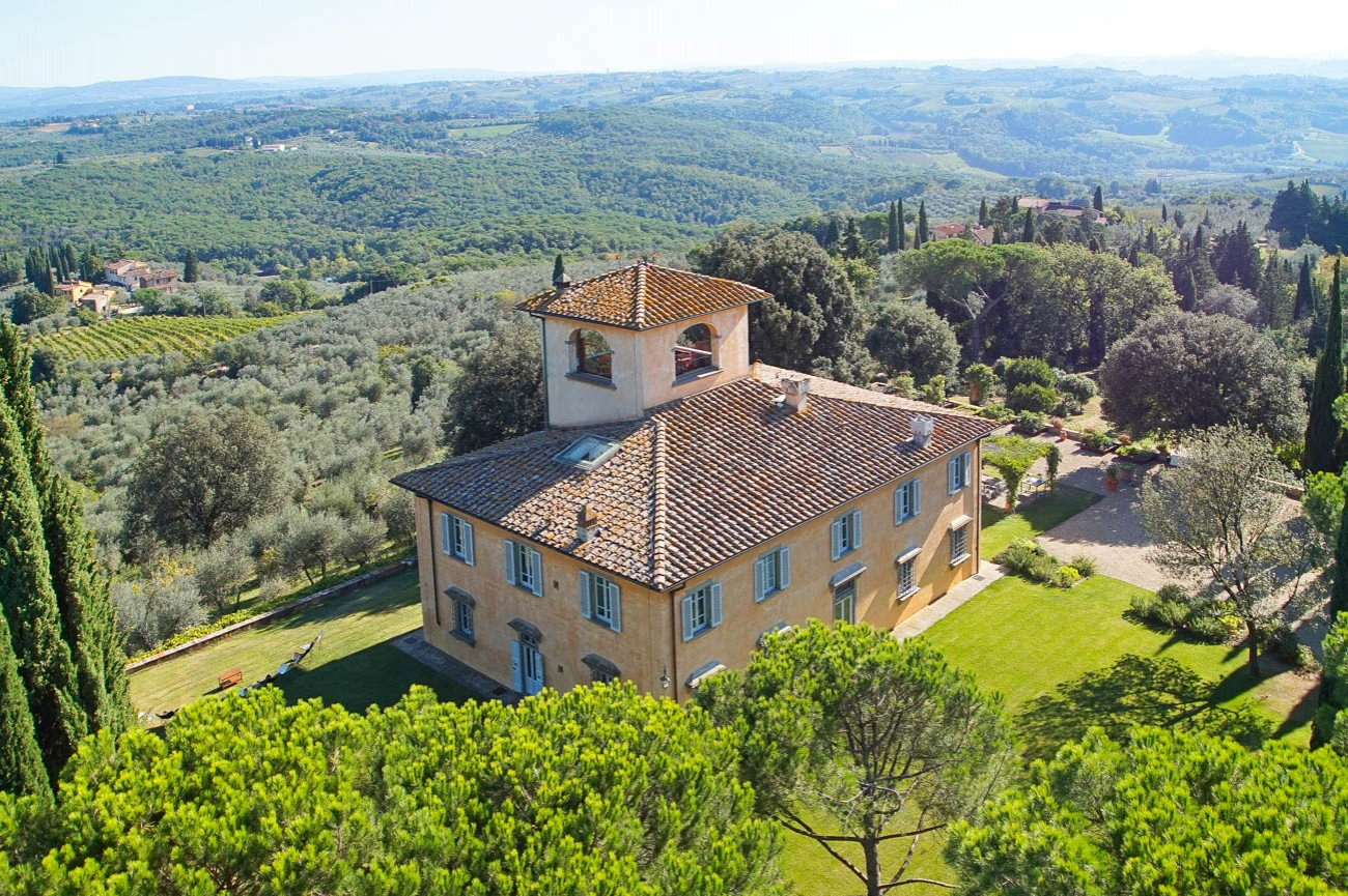 villas in tuscany with pool Denis